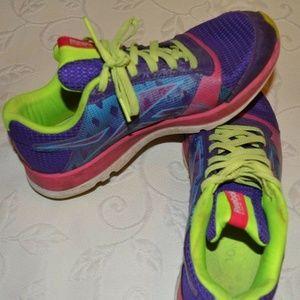 Reebok Shoes - Kids Reeboks Multicolored Pre-Owned Size 5.5